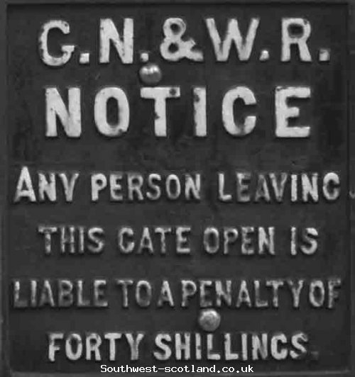 Warning sign  seen on gate